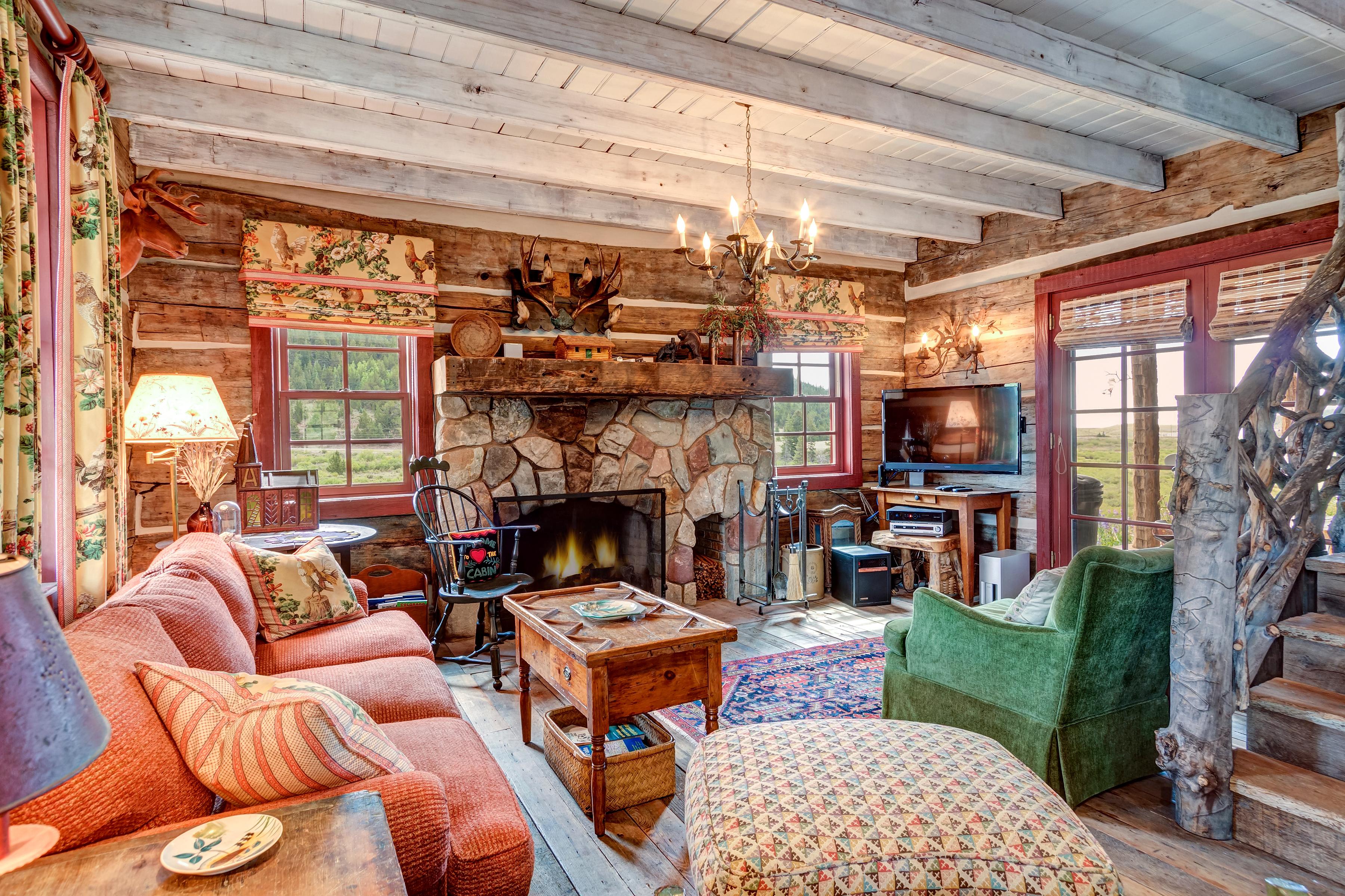 REAL ESTATE – Livingroom