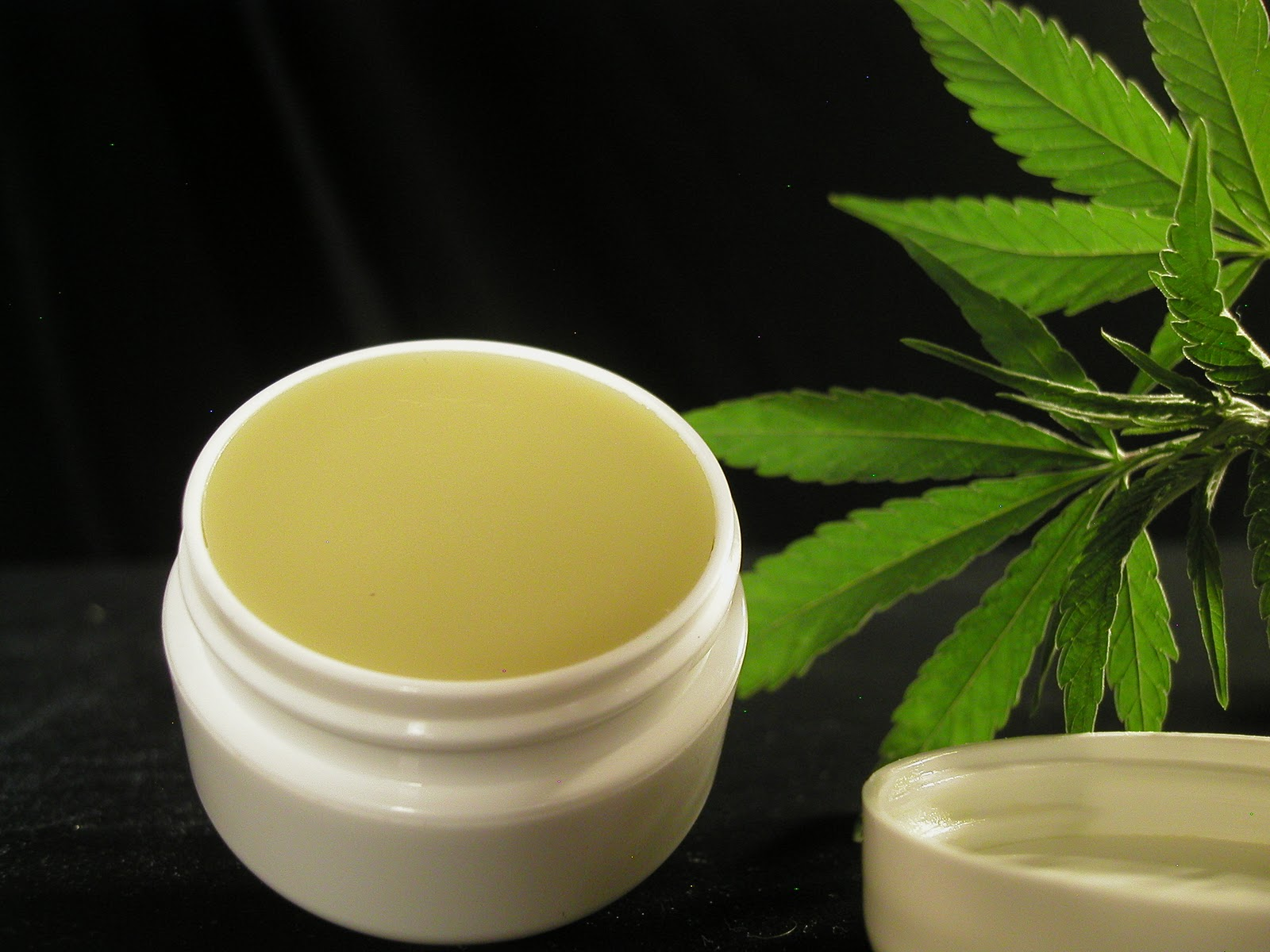 GREEN SCENE – Cannabis-balm-1